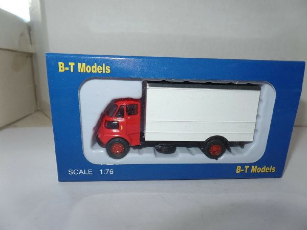 B T Models A001 1/76 OO Scale Leyland FG Box Van White - Red Cab